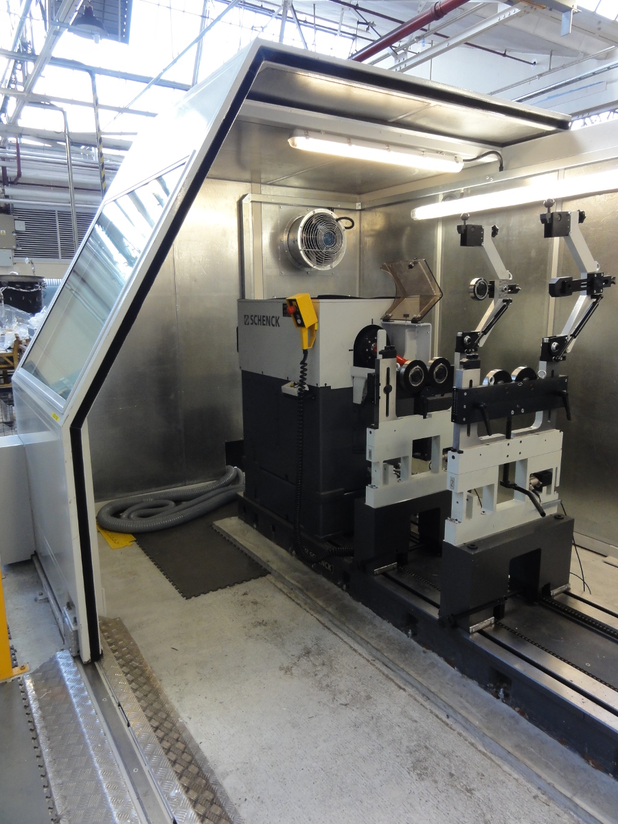 horizontal balancing machine eclosure interior